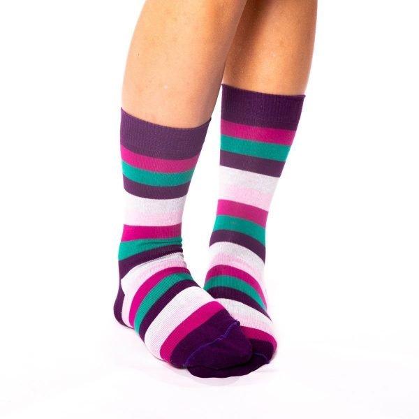 calcetines rayas de colores lilaceos de algodón