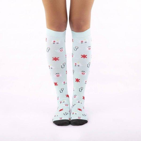 calcetines compresivos con motivos de emergencias kalcetin