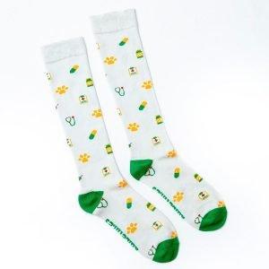 calcetines de compresion con fondo gris kalcetin.es