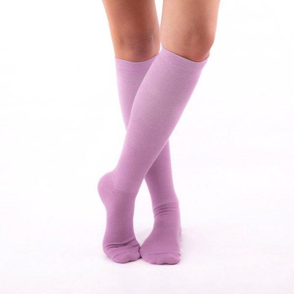 calcetines de compresion color malva lilas kalcetin.es cruzado