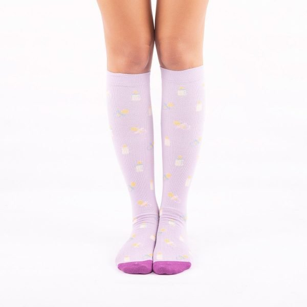 calcetines de compresion materindad lilas frontal kalcetin.es