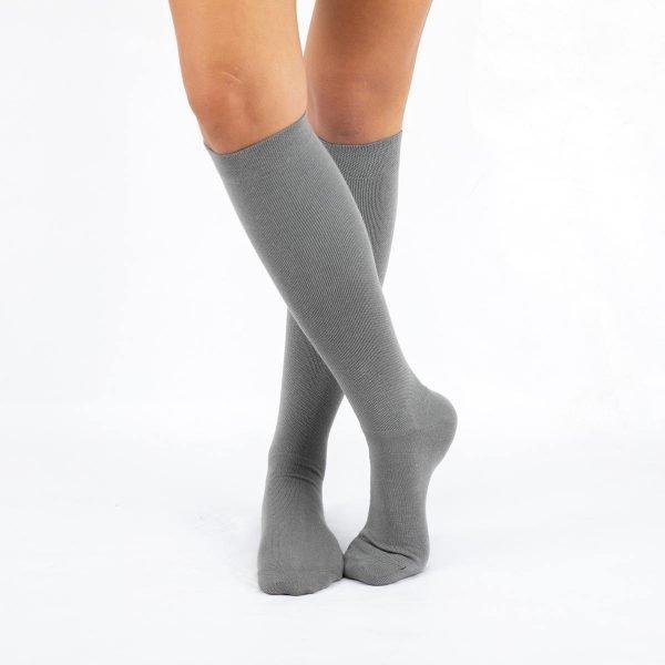 Calcetines compresivos grises cruzado kalcetin