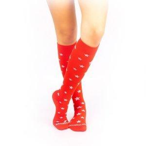 calcetines de compresion estrellas rojo cruzado