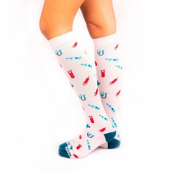 calcetines compresión motivos hospitalarios fondo blanco
