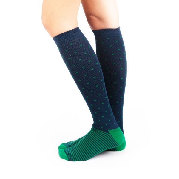 calcetines compresión puntos y rayas verde y azul marino lateral