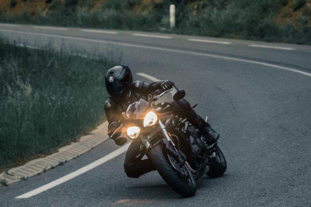 usos calcetines compresivos ruta en moto