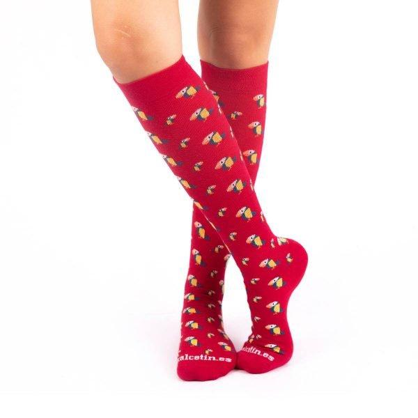 calcetines compresivos tucanes fondo rojo kalcetin.es